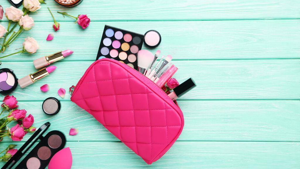 Beauty case, necessaire o bustina? Scopri come portare in vacanza i tuoi prodotti irrinunciabili